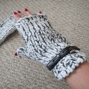 NEW MICHAEL KORS FINGERLESS GLOVES